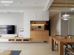 Living Room Tv, Living Room Colors, Interior Design Living Room, Modern Interior, Living Room Designs, Muji Home, Small Apartment Interior, Hall Design, Home And Deco
