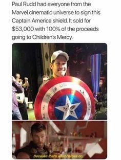 He is a real super hero Marvel Actors, Marvel Funny, Marvel Memes, Marvel Avengers, Marvel Comics, Tom Holland, Loki, Captain America Shield, Dc Memes