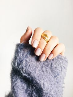 Need new nail art ideas for the warmer weather? Here's 7 great ideas, two different ways. Tap to flip each image for an alternative style on the same theme. Nail Polish Art, New Nail Art, Manicure Set, Pedicure, My Beauty, Beauty Nails, Nude Nails, Creative Nails, Perfect Nails
