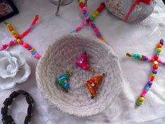 kid's craft - beaded pipecleaner crosses (for day of the dead ofrenda or home altar)