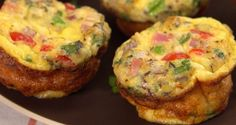 GRAB-N-GO OMELETTES Serves 6 Prep Time: 5 minutes Total Time: 20 minutes INGREDIENTS 6 eggs ⅓ cup ham, diced 2 tablespoons red onion, minced 2 green onions, sliced 3 tablespoons tomato, diced 2 tab… Omelette Muffins, Omelette Recipe, Breakfast Muffins, Low Carb Breakfast, Breakfast Recipes, Egg Muffins, Breakfast Casserole, Breakfast Ideas, Breakfast Club