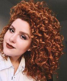 Long curly hair is something that can make a woman feel like a goddess. Needless to say, long hair has always been attractive,… Curled Hairstyles, Cool Hairstyles, Red Curls, Long Curly Hair, Natural Curls, Stylish Hair, Ginger Hair, Love Hair, Red Hair