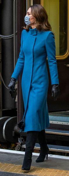 Middleton Family, Kate Middleton Style, Duchess Kate, Duchess Of Cambridge, Royal Dresses, Nice Dresses, Royal Fashion, Fashion Top, Classic Fashion