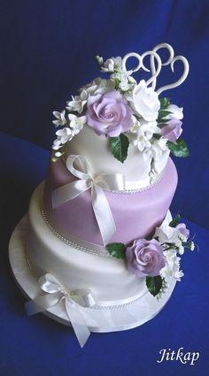 Svatební v bílo-fialové , svadobné torty | Tortyodmamy.sk