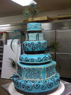 Blue peacock cake with fudge piping Would make a sweet birthday cake for me....