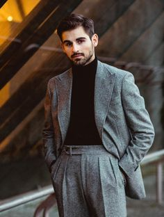 Gentleman Style - Dress World for Men Mens Casual Suits, Classy Suits, Mens Fashion Suits, Mens Suits, Grey Suits, Suit Men, Gentleman Mode, Modern Gentleman, Gentleman Style