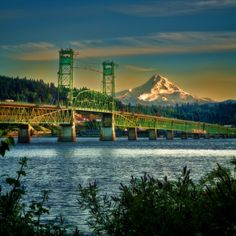 The bridge over the Columbia River from White Salmon, Washington to Hood River, Oregon. Mt Hood is on view. State Of Oregon, Oregon Coast, White Salmon Washington, Port Angeles, Columbia River Gorge, Oregon Travel, Weekend Trips, Ocean Beach, Washington State