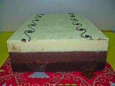 Necesitamos   Imagen obtenida de: www.pasteleriacarlosurquiz.com    250 gramos de chocolate blanco   250gramosde chocolate con leche   2...