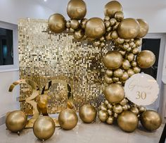 All GOLD - is there anything dreamier 😍 Balloon Wall, Balloon Arch, Balloon Garland, The Balloon, Balloon Ideas, Balloons Galore, Gold Balloons, Baby Shower Balloons, Birthday Balloons