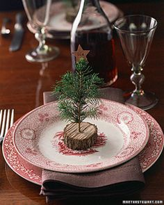Christmas place setting - love the dishes! // ❅ Can't wait for christmas! ❅ http://www.jislaine.de