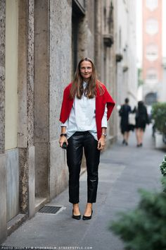 how to wear: leather pants. #Maria Julia