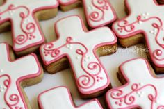 Sugarbelle Cookie Decorating Tutorial | Posted by Elizabeth @ Lone Stars And Stripes