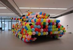 Hans Hemmert is a German artist in love with balloons, probably. His balloon sculptures are based on colorful or yellow balloons, that's his true passion. Yellow Balloons, Colourful Balloons, Funny Tanks, Protest Art, Weird Art, Land Art, Public Art, Installation Art, Art Installations