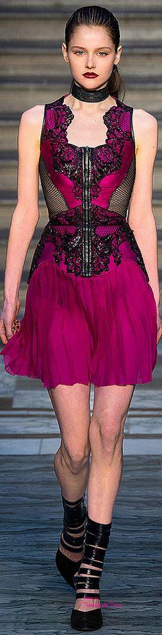 Julien Macdonald Fall 2015 Ready-to-Wear Fashion Show Love Fashion, Runway Fashion, High Fashion, Fashion Show, Fashion Design, Fashion 2015, London Fashion, Fashion Trends, Julien Macdonald