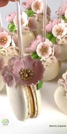 Very cute wedding macarons. D idea. Use macarons baking mat. You can make one size macarons without much experience in baking Wedding Cookies, Wedding Desserts, Cake Pop Wedding, Wedding Cup Cakes, Vintage Wedding Cupcakes, Macaroons Wedding, Pink Macaroons, Bridal Shower Desserts, Vintage Cupcake