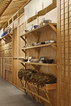Spanish creative consultancy Masquespacio present their last project Nozomi Sushi Bar. The project realized in Valencia consists in the branding and interior design for the new sushi restaurant from José Miguel Herrer. Sushi Bars, Japanese Restaurant Interior, Japanese Interior, Sushi Restaurants, Bar Interior, Sushi Bar Design, Japanese Shop, Japanese Culture, Interior Design Magazine