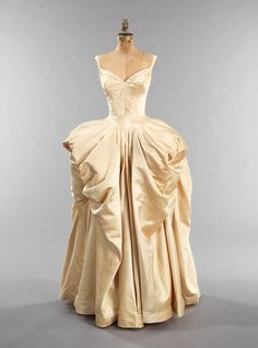 1940's ballgown designed by Charles James. Absolutely stunning.