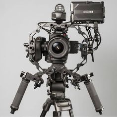 Canon C100 on R8 V-Series Rig #canon #camera #photography #photographer #alsharqstudio