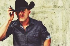 Interview: Aaron Watson Crafts a Personal, Epic Album With 'Vaquero'