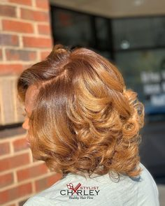 Healthy Hair Color 👑 Multicolor Custom and Silk Press🍯 Golden Brown Roots with Warm Brown ends! Trim and Hydration Treatment are… Brown Bob Hair, Golden Brown Hair, Black Hair, Pressed Natural Hair, Dyed Natural Hair, Bridesmaid Hair Medium Length, Simple Bridesmaid Hair, Natural Hair Highlights, Curly Hair Styles