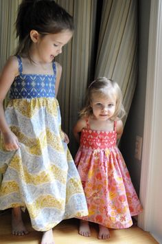 Midsummer Dress Tutorial  Want to change the skirt to a circle skirt, keep the long sash, wider shoulder straps...