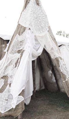 boho, feathers & gypsy spirit awesome white crochet on tipi Boho Chic, Hippie Chic, Shabby Chic, Gypsy Chic, Bohemian Gypsy, Gypsy Style, Bohemian Style, Bohemian Beach, Bohemian Bride