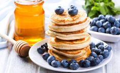 Haluatko välillä syödä aamupalaksi täyttävää, hyvää ja helppoa ruokaa, jossa ei ole hiilihydraatteja? Food Policy, Yummy Food, Tasty, Food Inspiration, Keto Recipes, Nom Nom, Breakfast Recipes, Pancakes, Food And Drink