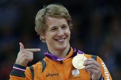 Epke Zonderland heeft op de Olympische Spelen 2012 in Londen (Engeland) een goude plak gehaald bij de oefening rekstok nadat hij de beroemde serie deed van 3 salto`s achter elkaar