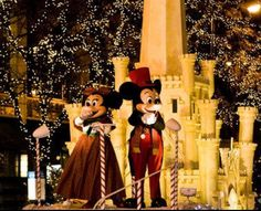 Magnificent Mile Lights Festival (BMO Harris Stage) - Chicago, IL #Yuggler #KidsActivities #Holiday