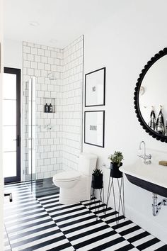 31 Interesting Black And White Bathroom Design Ideas. If you are looking for Black And White Bathroom Design Ideas, You come to the right place. Below are the Black And White Bathroom Design Ideas. Timeless Bathroom, Modern Bathroom, Small Bathroom, Black And White Interior, Black And White Tiles, Black And White Design, White Art, White Walls, Bathroom Tile Designs