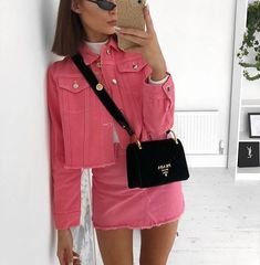 Casual Fall Outfits That Will Make You Look Cool – Fashion, Home decorating Mode Outfits, Fashion Outfits, Womens Fashion, Pink Denim Jacket, Denim Skirt, Look Rose, Summer Outfits, Casual Outfits, Looks Street Style