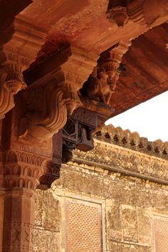 Carvings on pillars, at Amer Fort, Jaipur, Rajasthan, India
