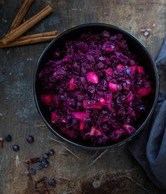 Recept voor Rode kool met appeltjes - Miljuschka Food Inspiration, Crockpot, Slow Cooker, Nom Nom, Cabbage, Dinner Recipes, Yummy Food, Favorite Recipes, Healthy Recipes