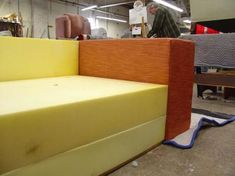 Making your own sofa or couch is quite an easy project and will cost you a fraction of what is costs to buy a new one. Plus, you get to choose your own fabric colour, pattern and texture for the upholstery. Diy Couch, Sofa Couch, Cushions On Sofa, Sofa Set, Built In Sofa, Couch Design, Modern Leather Sofa, Sofa Frame, Upholstered Sofa