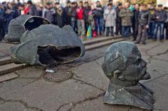 """Власть Николаевщины просит сообщать, если кто где увидит коммунистический символ  http://novosti-mk.org/events/6328-vlast-nikolaevschiny-prosit-soobschat-esli-kto-gde-uvidit-kommunisticheskiy-simvol.html  На официальной сайте Николаевской ОГА появилось воззвание, в котором она просит граждан сообщать о наличии в любых местах символики """"тоталитарного коммунистического режима"""".  #Николаев #Nikolaev {{AutoHashTags}}"""