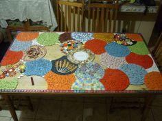 Mosaico hecho en una mesa vieja, es una buena forma de restaurar muebles. https://www.facebook.com/photo.php?fbid=655848147760415set=a.655845994427297.1073741888.100000057079544type=1theater