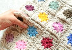 How to Join Granny Squares ... a simple slip stitch join and how to lay them out to minimize lots of tails to weave in. #crochet