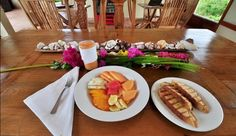 Soma Surf Resort: Meals are prepared using all local ingredients and served in the indoor/outdoor dining room.