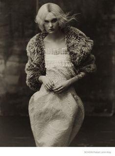 The Gothic princess Victoria Anderson in Schön! Magazine – a retro bomb in the fashion
