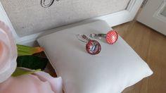 """boucles d'oreilles dormeuses asymétriques rouges """"Melle coquette""""-12 mm diamètre - métal argenté sans nickel-cadeau pour elle de la boutique Domidora sur Etsy"""