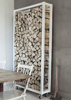 Heb je een openhaard? Dit is een leuke manier om je hout te bewaren. Het is nog decoratief ook ;)
