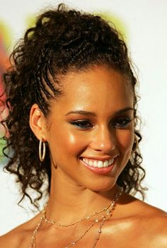 Shout out to NY's curly girl Alicia Keys. I love this pony tail look on her.