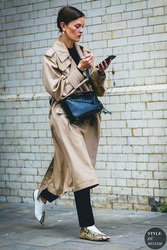 London Fashion Week Mens SS 2018 Street Style: Jo Ellison Luv these shoes. Street Looks, Look Street Style, London Fashion Weeks, Foto Fashion, Girl Fashion, Style Fashion, 50 Fashion, Fashion Tips, Modest Fashion