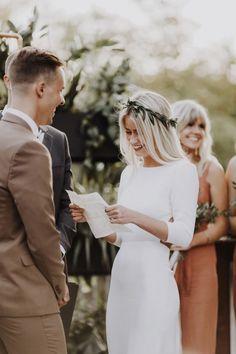 Un mariage minimaliste - Matt Lien - La mariée aux pieds nus nordicwedding Western Wedding Dresses, Dream Wedding Dresses, Bridal Dresses, Wedding Gowns, Wedding Day, Spring Wedding, Wedding Bride, Indie Wedding Dress, Informal Wedding Dresses