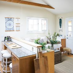 HOME & GARDEN: La petite maison dans un garage