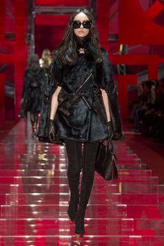 Look 35 - #Versace Women's Fall/Winter 2015 fashion show. #VersaceWomenswear #GREEK