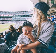 Yankee Game + Weekend Vlog - Barefoot Blonde by Amber Fillerup Clark Cute Family, Baby Family, Family Goals, Family Life, Preppy Family, Little Babies, Little Ones, Cute Babies, Freddie Reign