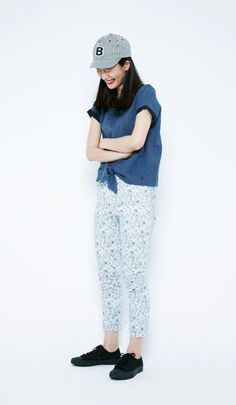 A calm blue is the basis to this adult style. Add a cap or sneakers to create a more boyish impression.Denim Embroidered Baseball Cap¥2,800+tax / No407447Cotton Jacquard 2WAY Blouse¥5,900+tax / No409870Cotton/Satin Silky Sabrina Pants¥4,900+tax / No409498Sneakers(PF FLYERS)¥4,500+tax / No337707