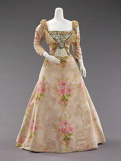 La mode au fil de l'histoire: La naissance de la haute couture et du prêt-à-porter Worth 1897