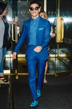 A Blue Monochromatic Suiting Look Mens Fashion Summer Outfits, Cool Summer Outfits, Mens Fashion Suits, Casual Summer, Summer Clothes, Mode Masculine, Best Dressed Man, Mens Clothing Styles, Suit Clothing